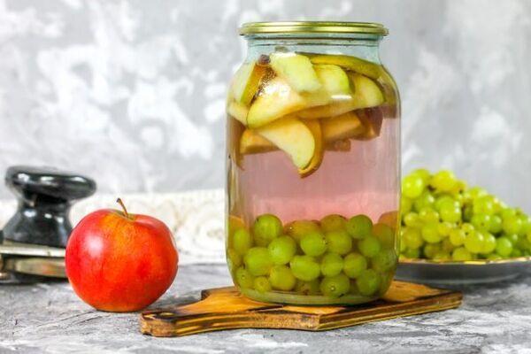 Компот із винограду з фруктами