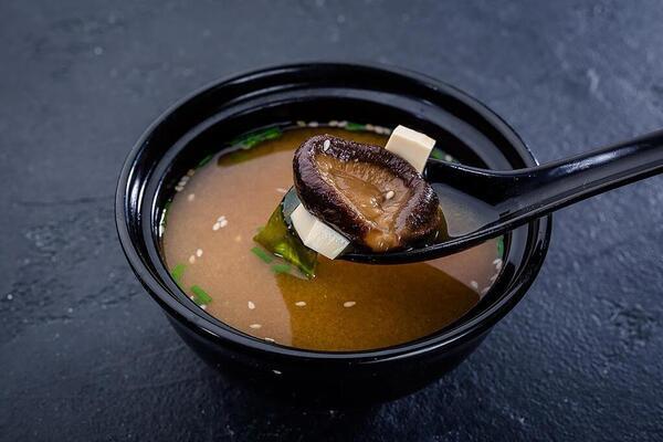 Місо-суп на рибному бульйоні з сиром