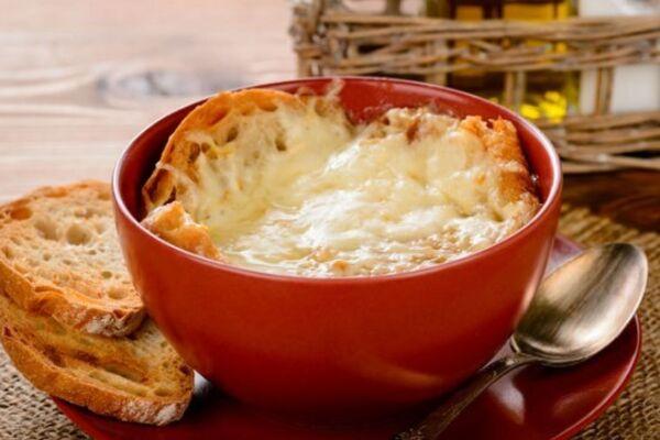 Луковый суп с красным вином