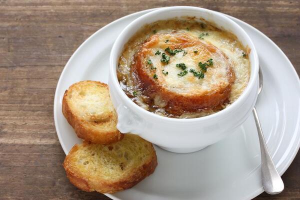 Цибулевий суп із бульйонним кубиком