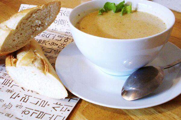 Луковый суп со сливками и травами