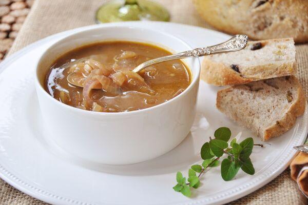 Цибулевий суп на яловичому бульйоні