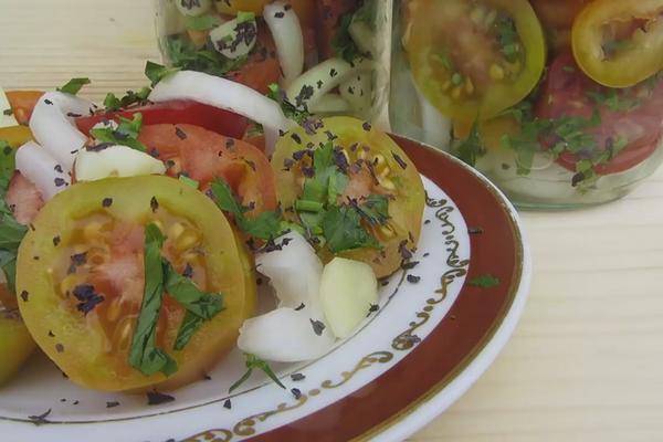 Овочевий салат із базиліком