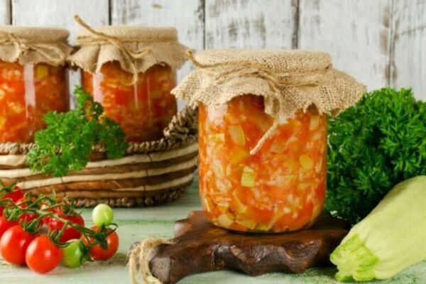 Салат из кабачков с помидорами и перцем