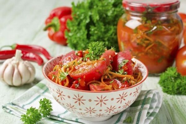 Салат із помідорів з паприкою