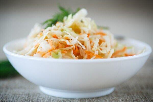 Хрустка капуста з морквою
