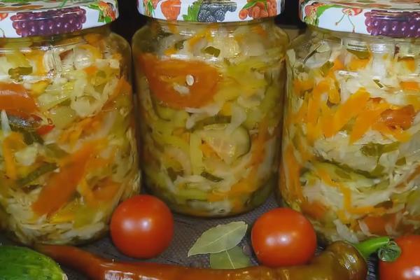 Салат із болгарським перцем та овочами