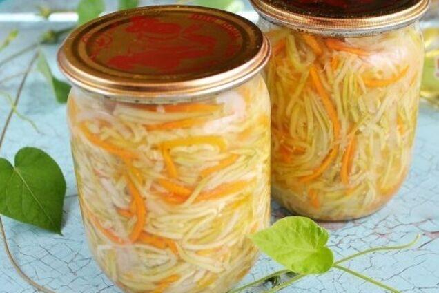 Салат із кабачків із овочами та оцтом