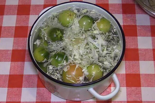 Квашені помідори з капустою