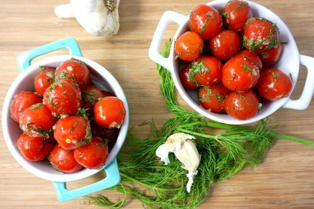 Фаршировані квашені помідори
