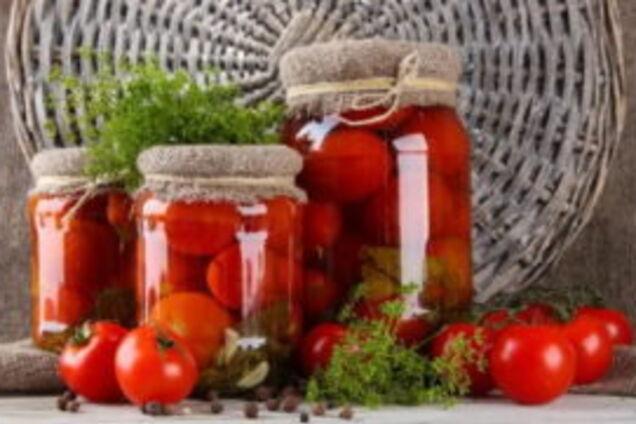 Квашені помідори з коріандром