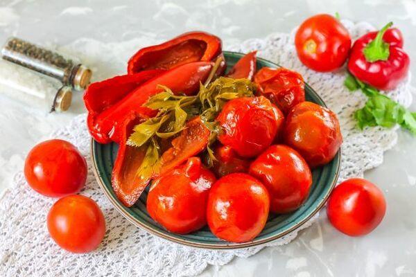 Квашеные помидоры с горчицей и перцем