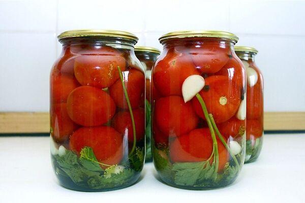 Мариновані помідори з оцтом