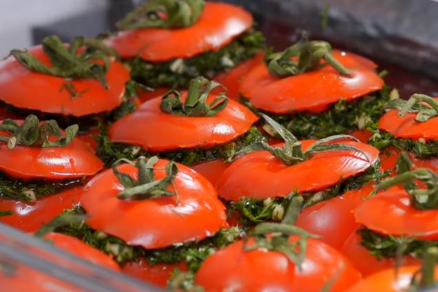 Мариновані помідори з кропом