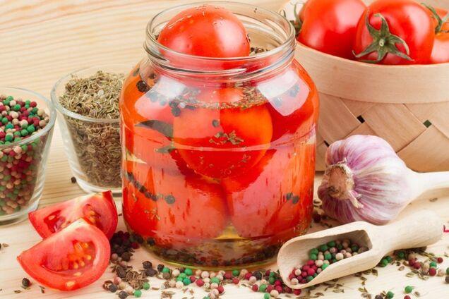 Пряные малосольные помидоры