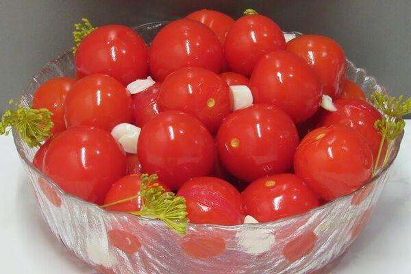 Малосольні помідори чері
