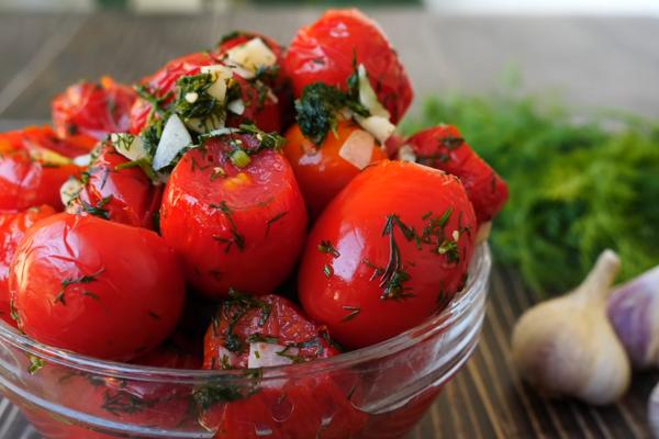Малосольні помідори в пакеті
