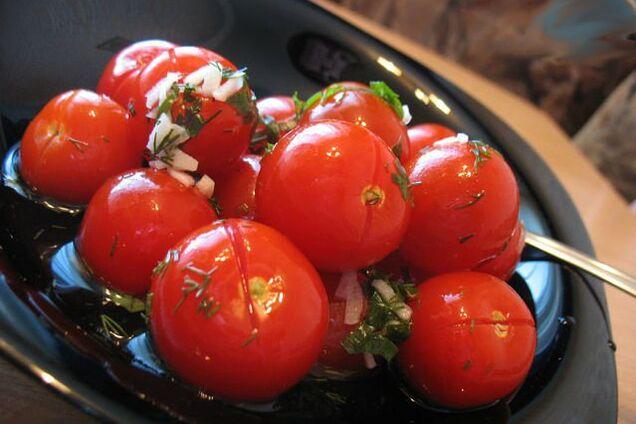 Быстрые помидоры в пакете с укропом