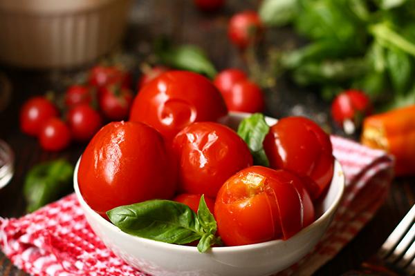 Малосольні помідори з хріном