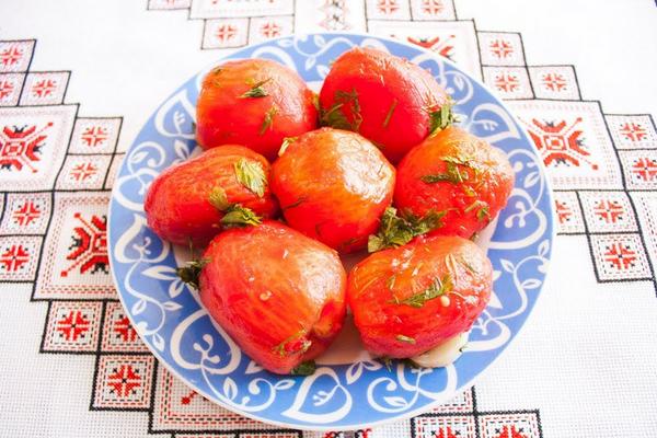 Малосольні помідори без шкірки