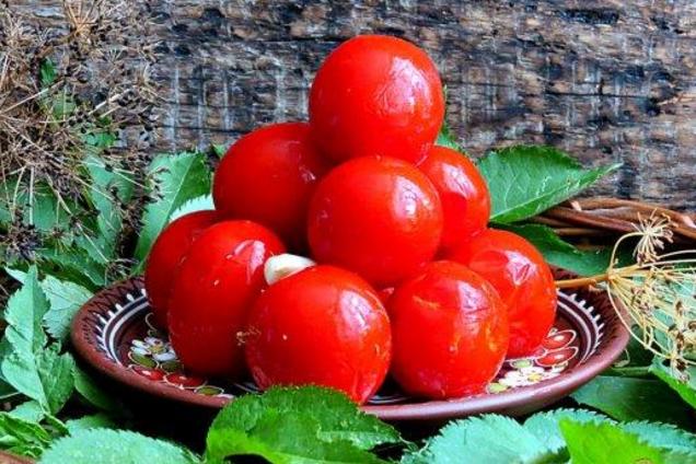 Острые малосольные помидоры