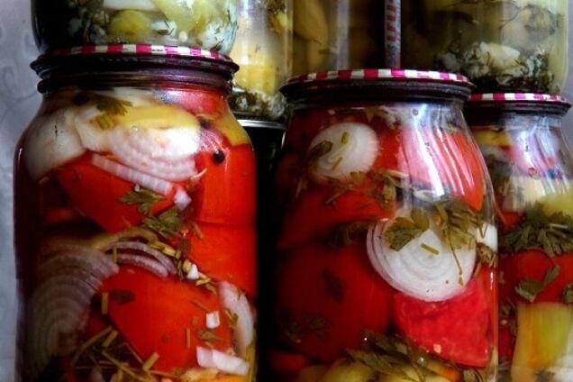Овощной салат с растительным маслом и уксусом