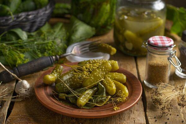 Квашені огірки з хріном