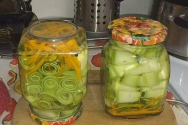 Мариновані кабачки із зеленню