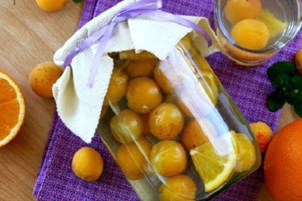 Абрикосовый компот с апельсином