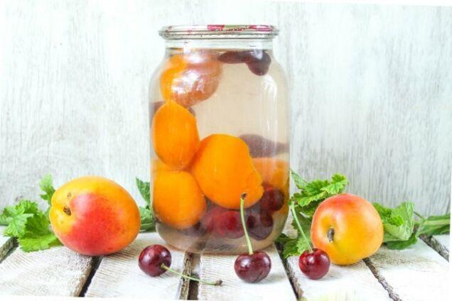 Компот из абрикосов и черешни