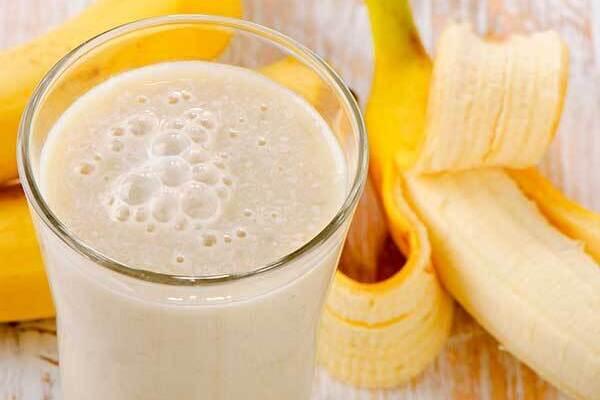 Молочный коктейль с бананом и яблоком