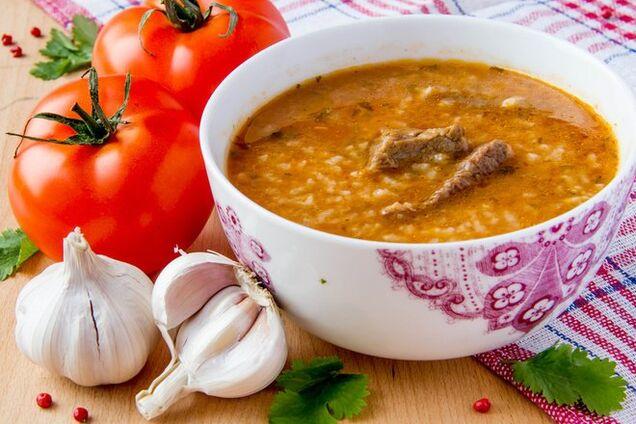 Харчо з помідорами і рисом