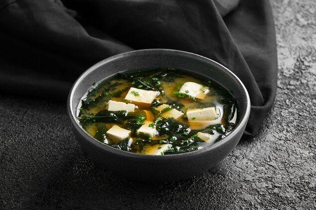 Мисо-суп с водорослями вакаме