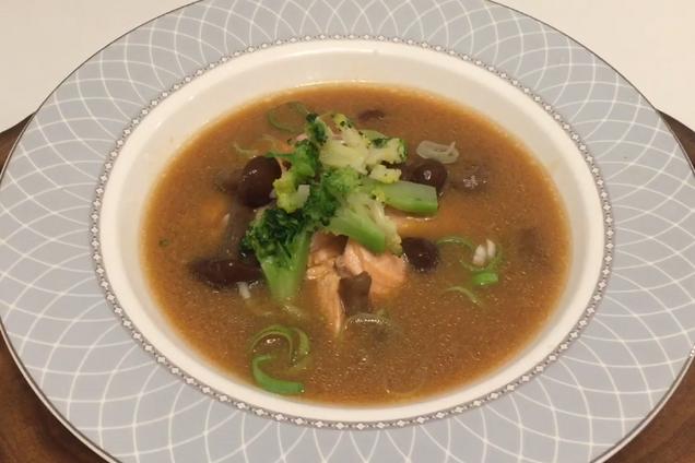 Мисо-суп с форелью и опятами