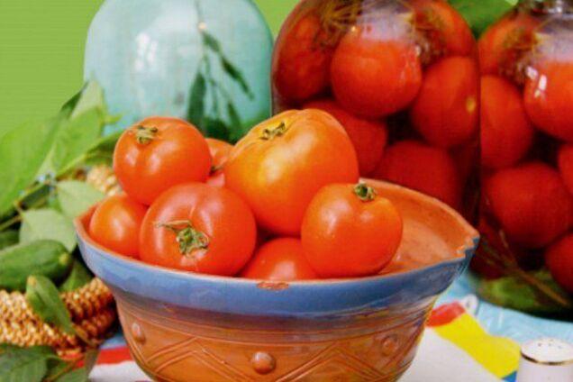 Квашені помідори з вишневим листям