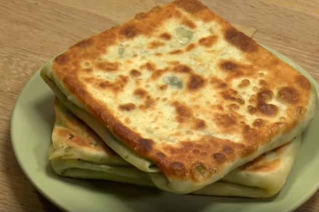 Катлама с зеленью на сковороде
