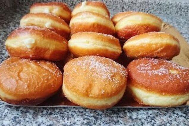 Дрожжевые пончики с кремом