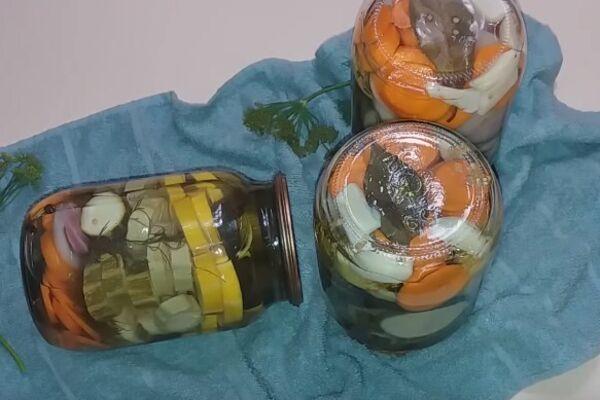 Маринованные кабачки с луком