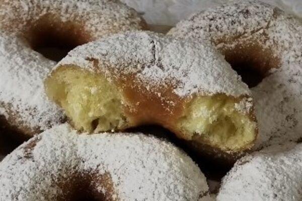 Пишні пончики на дріжджах