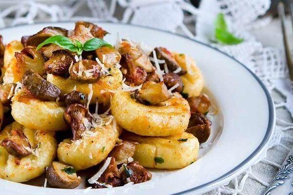 Картопляні галушки з грибами