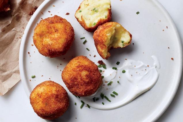 Картопляні крокети з сиром і прянощами