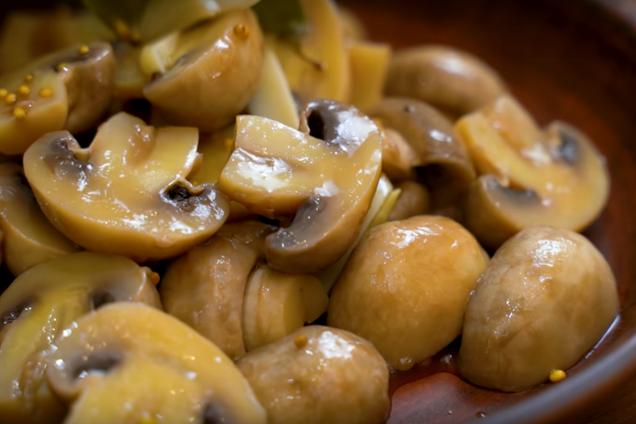 Мариновані гриби з гірчицею