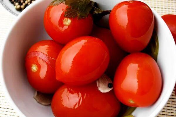 Квашеные помидоры с морковью