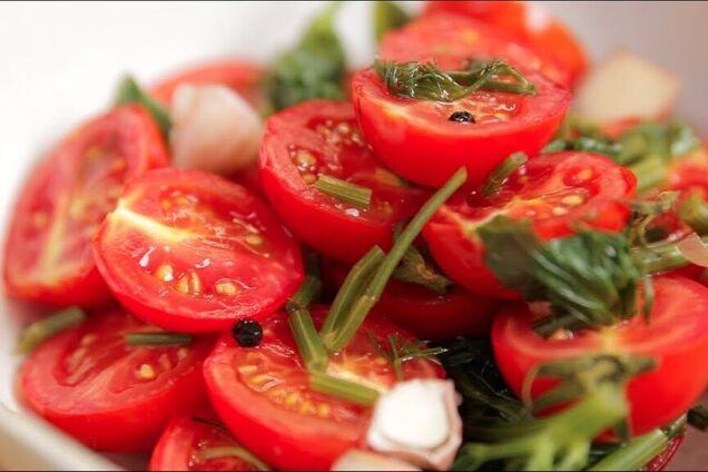 Квашені помідори з овочами