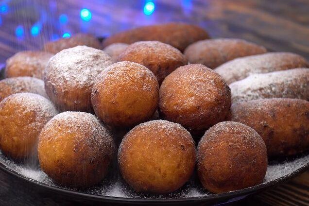 Сирні пончики зі сметаною