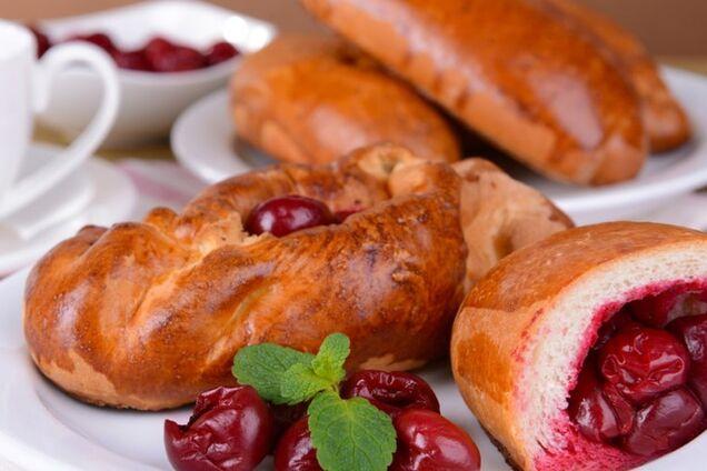 Пиріжки з вишнею