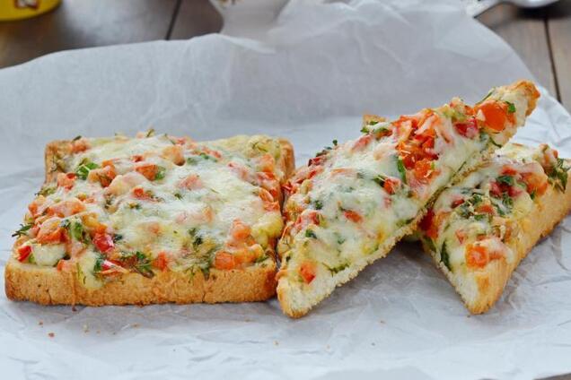 Гарячі бутерброди на сковороді