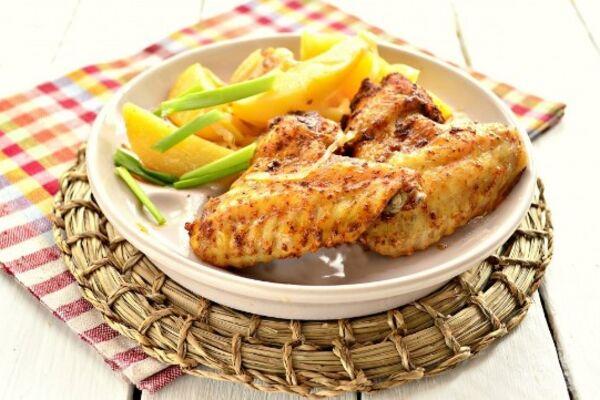 Крильця з картоплею в духовці
