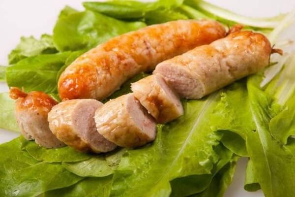 Домашняя куриная колбаса в пищевой пленке