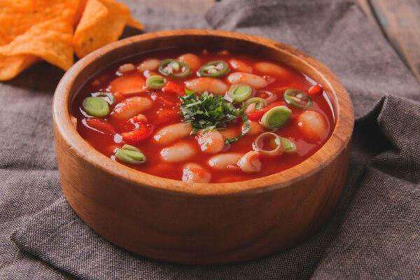 Томатний суп з квасолею